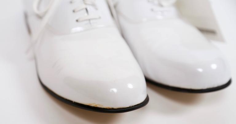 unworn COMME DES GARCONS white patent leather oxford shoes - 7 In New never worn Condition For Sale In Oakland, CA