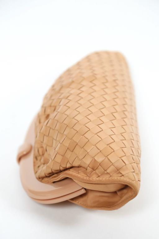 1980's BOTTEGA VENETA blush woven leather clutch with lucite frame 3