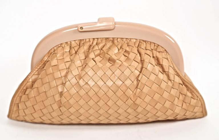 1980's BOTTEGA VENETA blush woven leather clutch with lucite frame 4