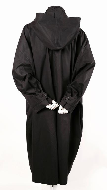 1980's ISSEY MIYAKE slate grey hooded windcoat In Good Condition For Sale In San Fransisco, CA