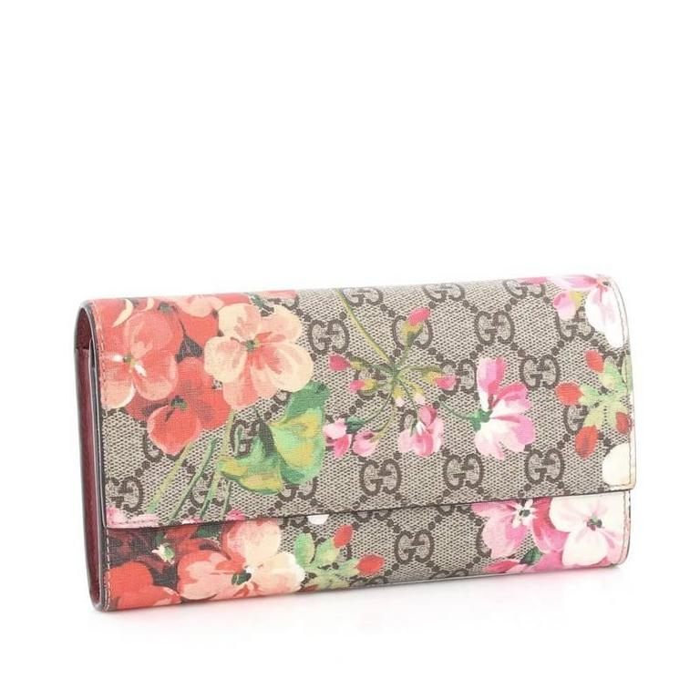 b1b767be70f9 Beige Gucci Continental Wallet Blooms Print GG Coated Canvas For Sale