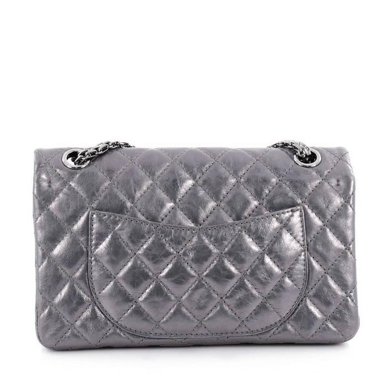 994cddda1991 Chanel Reissue 2.55 Handbag Quilted Metallic Calfskin 226 In Good Condition  For Sale In New York
