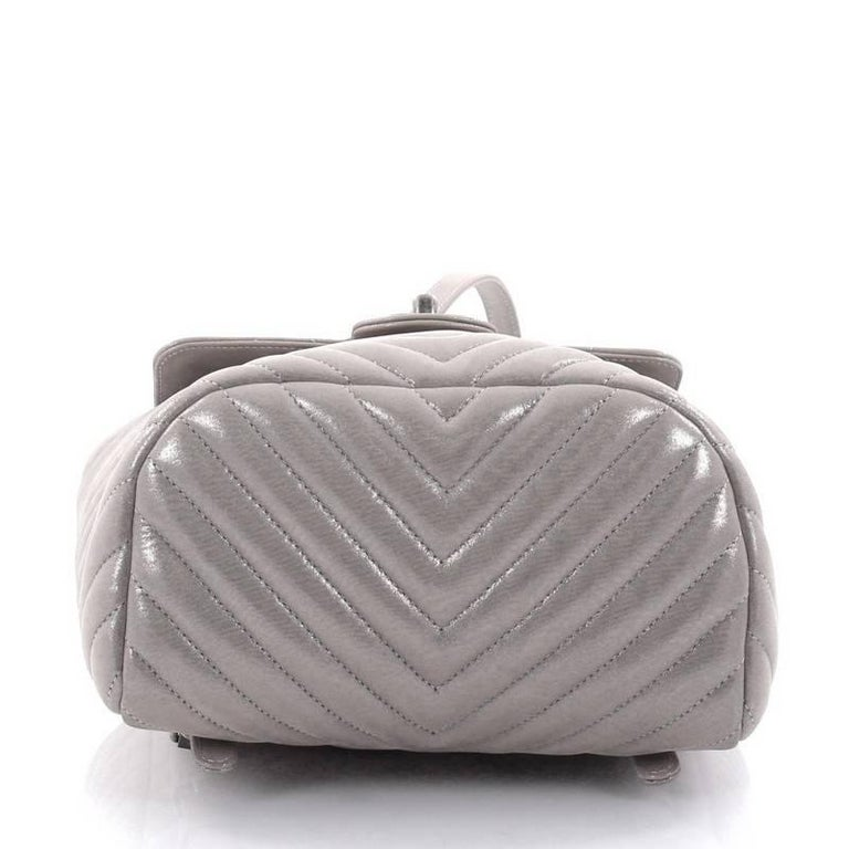 d3896f06722f ... Good Condition For Sale In New York. Women s or Men s Chanel Urban  Spirit Backpack Iridescent Chevron Calfskin Small For Sale