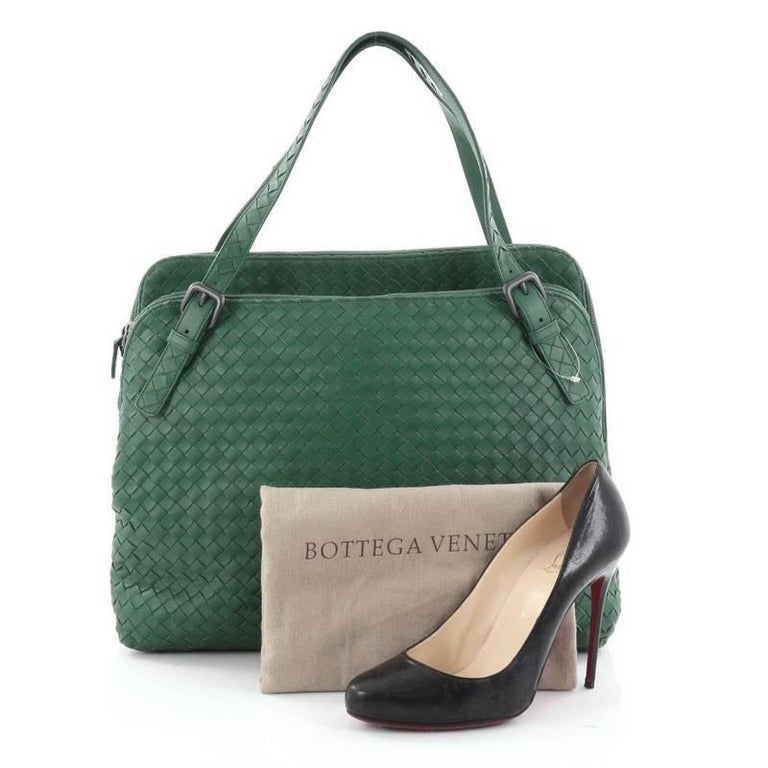 This authentic Bottega Veneta Double Compartment Tote Intrecciato Nappa Large is perfectly designed to carry all your important belongings in style. Crafted from green leather woven in Bottega Veneta's signature intrecciato method, this tote