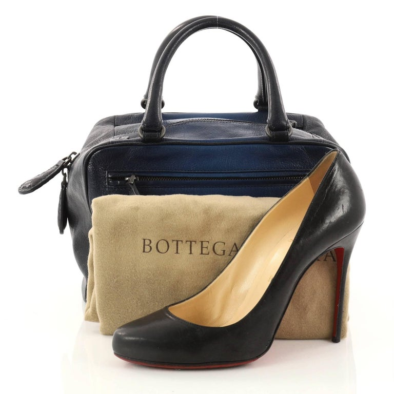 This authentic Bottega Veneta Brera Handbag Ombre Leather Small is sophisticated and classic in design perfect for everyday use. Crafted in blue ombre leather, this bag features dual-woven handles, four exterior zip pockets and gunmetal-tone