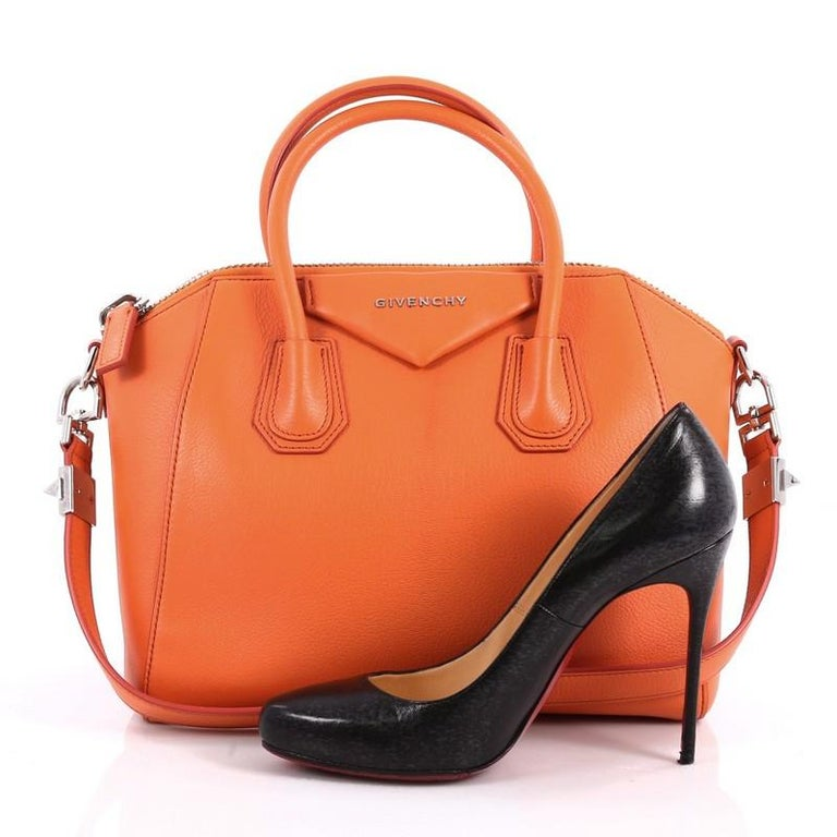 2dc6c90ec6 This authentic Givenchy Antigona Bag Leather Small combines style and functionality  all-in-one