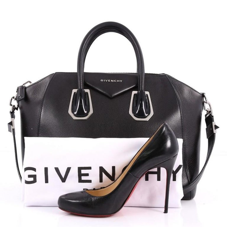 9f95fe261e This authentic Givenchy Antigona Bag Leather with Metal Detail Medium  combines style and functionality all-