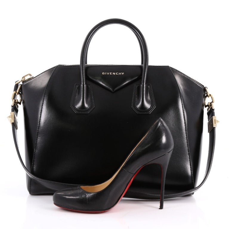 This Authentic Givenchy Antigona Bag Glazed Leather Medium Combines Style And Functionality All In