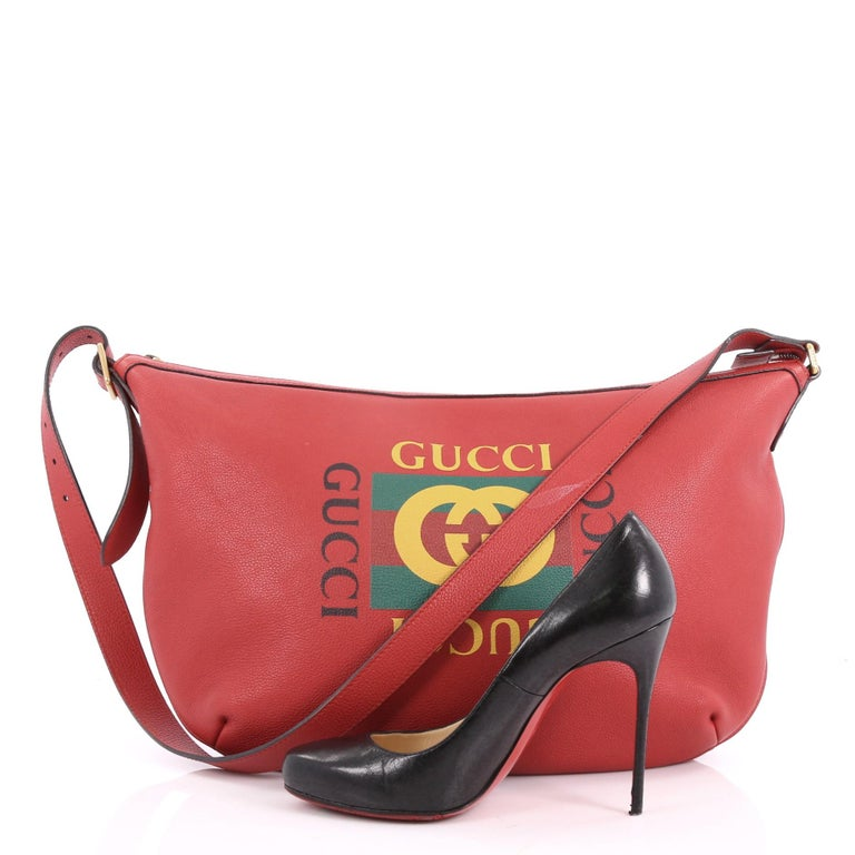 7095ac67a83 This authentic Gucci Logo Half-Moon Hobo Printed Leather is ideal for  everyday use.