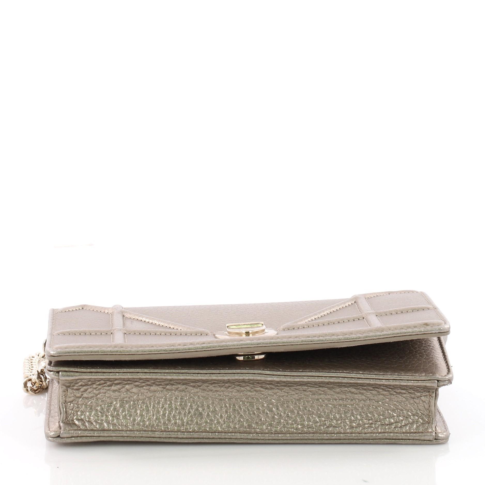 0acbd75322b11 Christian Dior Diorama Leder-Geldbörse an einer Kette bei 1stdibs