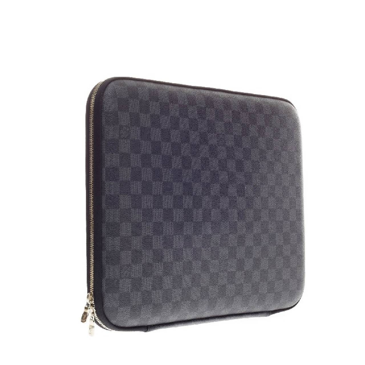 Louis Vuitton Laptop Sleeve Damier Graphite Canvas 15 In Good Condition For New York