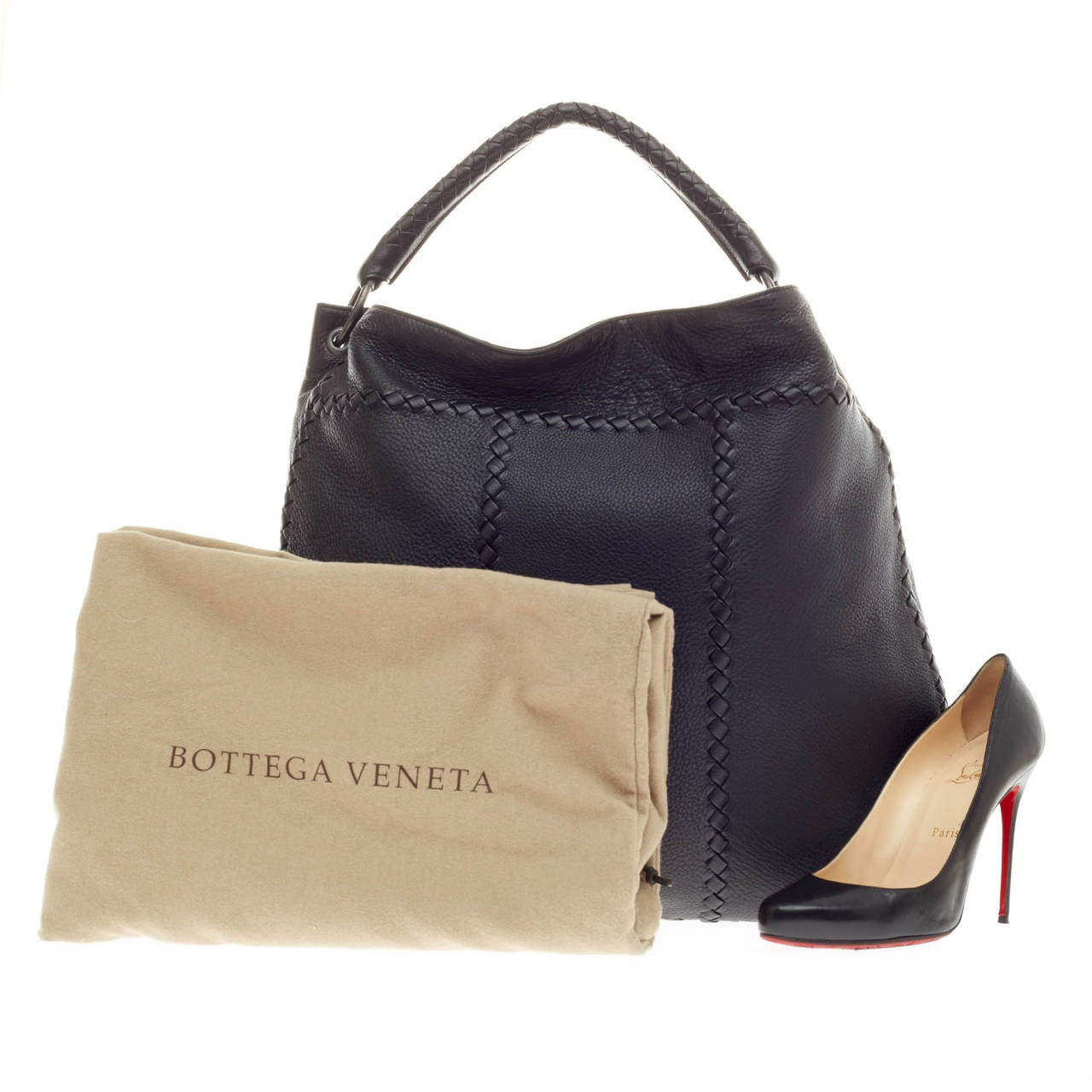 dbbcbe8b347b This authentic Bottega Veneta Hobo with Rings Leather with Intrecciato  Detail Large is an elegant