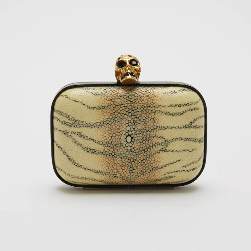 Alexander McQueen Skull Stingray Clutch Small 2