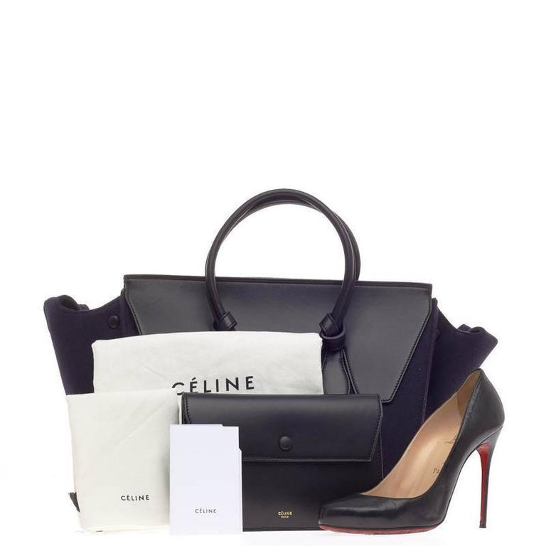 This authentic Celine Tie Knot Tote Leather and Felt Small is an absolute must-have for serious fashionistas. Crafted from navy blue felt, this boxy, chic tote features dual-rolled leather handles with signature knot accents, protective base studs,,