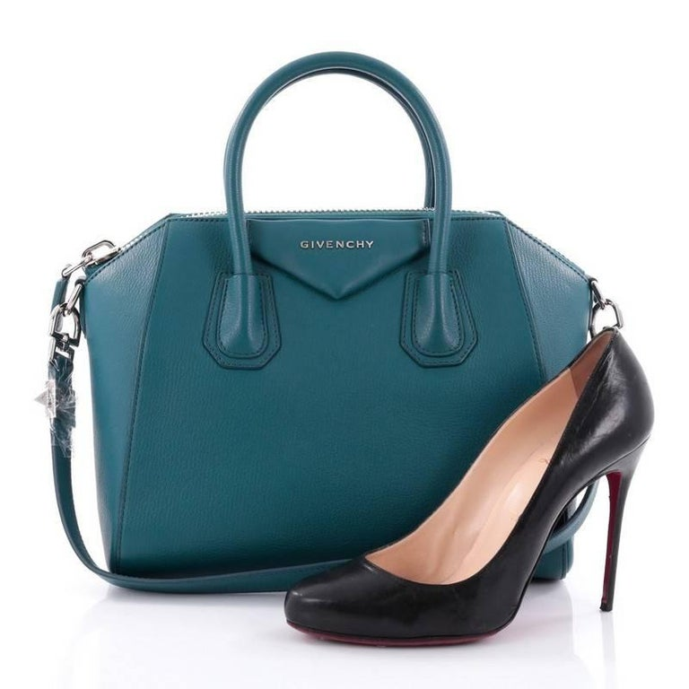 This authentic Givenchy Antigona Bag Leather Small combines style and functionality all-in-one. Crafted from turquoise leather, this structured handle bag is designed with the brand's signature envelope flap detail with silver Givenchy logo,