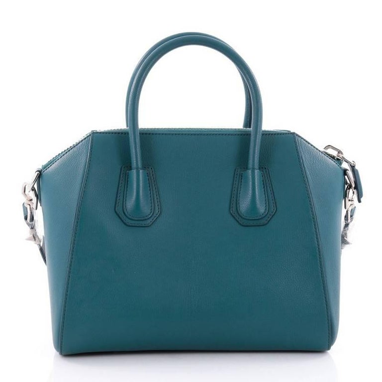 Givenchy Antigona Bag Leather Small In Good Condition For Sale In New York, NY