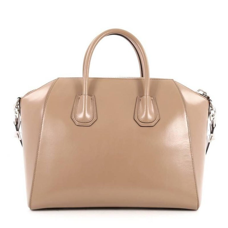 Givenchy Antigona Bag Glazed Leather Medium In Good Condition For Sale In New York, NY