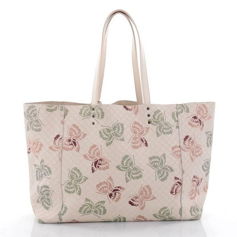 Bottega Veneta Tote Butterfly Embossed Intrecciomirage Intarsio Leather Large In Good Condition For Sale In New York, NY