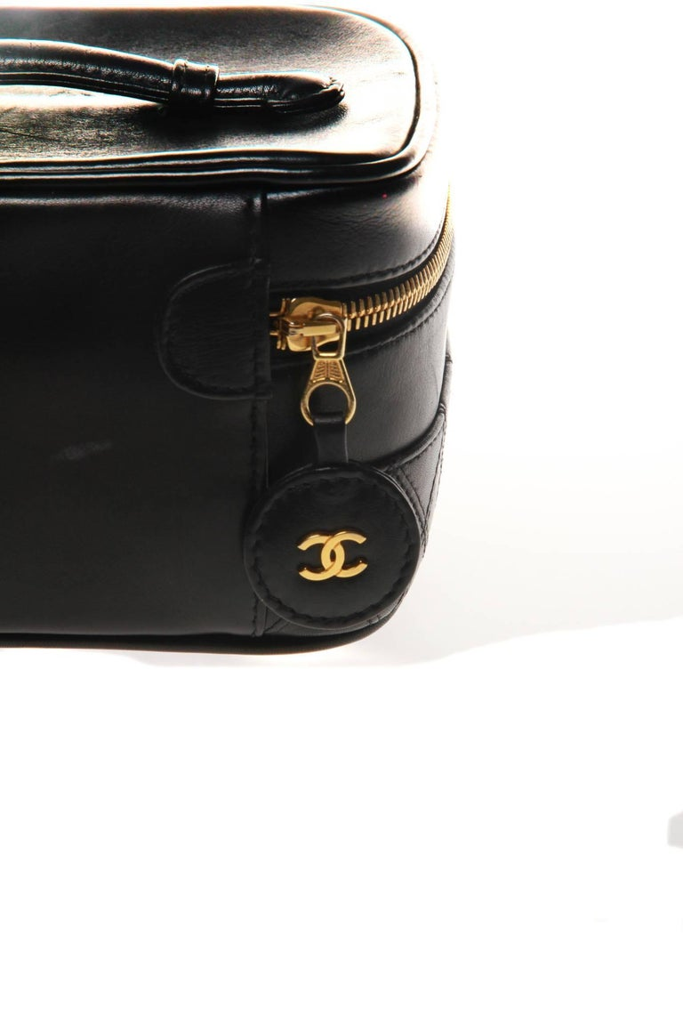 f4672261e026 Chanel Leather Beauty Vanity Case Bag In Good Condition For Sale In  Melbourne, Victoria