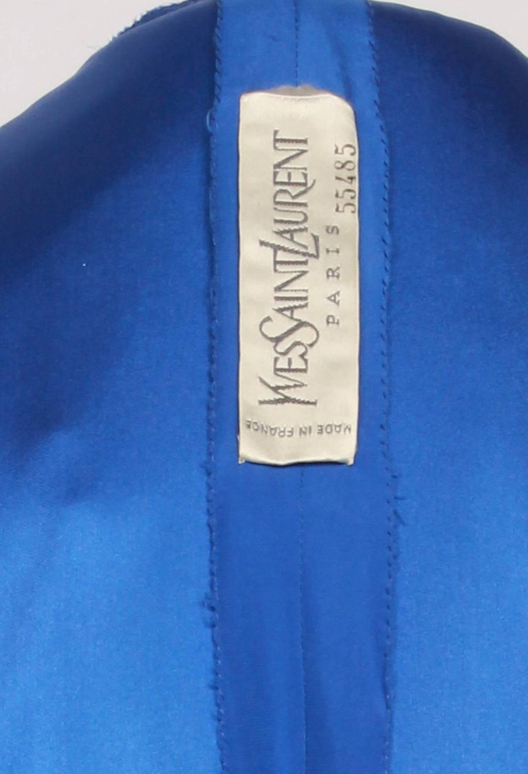 YVES SAINT LAURENT 1970s  Couture Hooded Evening Gown In Good Condition For Sale In Melbourne, AU