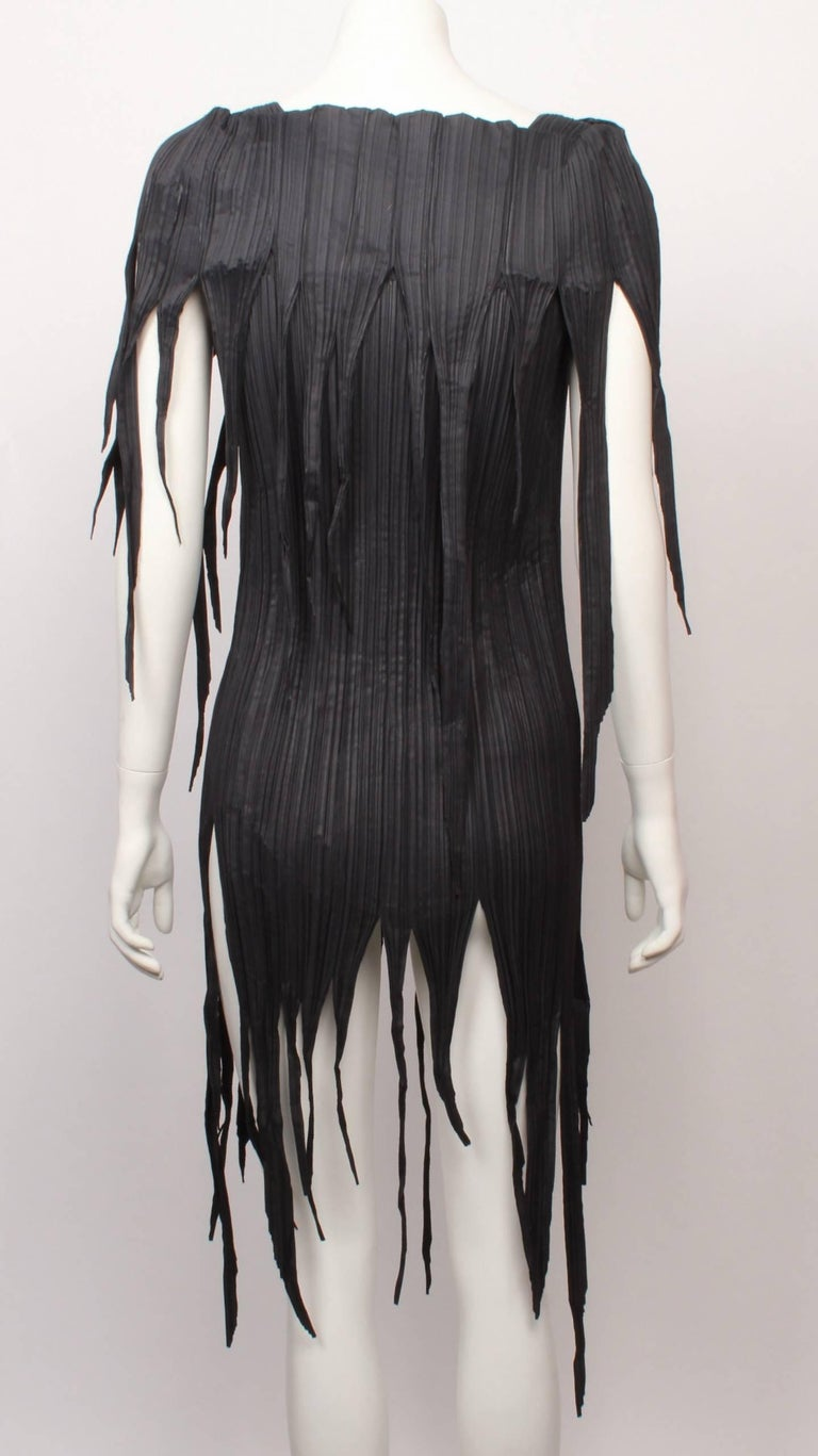 Issey Miyake Dark Olive Grey Fringed  Stretch Pleated Top Size 2, 1990s  In Good Condition For Sale In Melbourne, Victoria