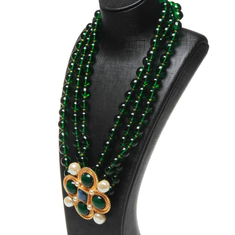 Women's or Men's Chanel vintage large green necklace with brooch x4 green giproix stones For Sale