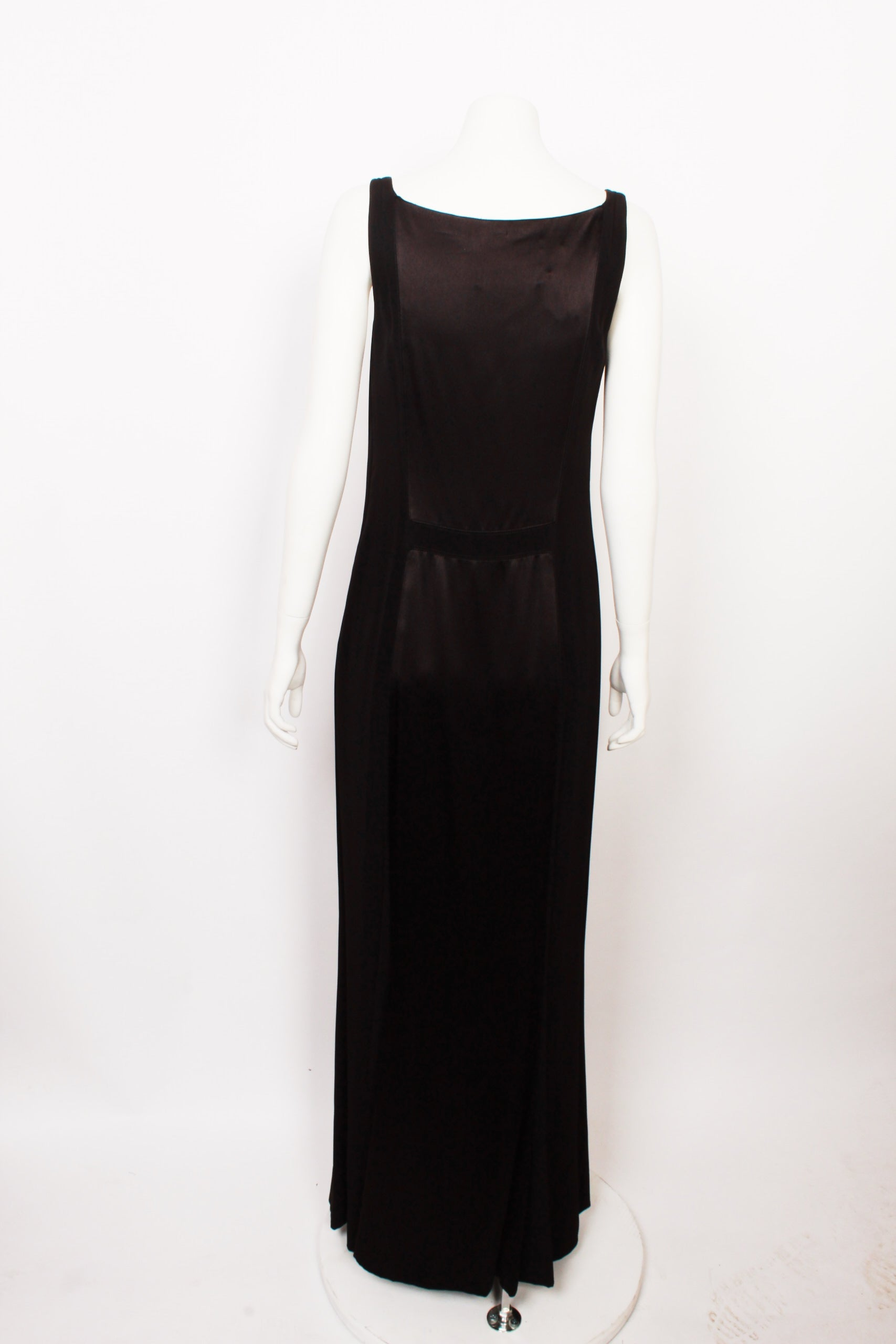 0d56751ede Vera Wang Silk Sheath Dress For Sale at 1stdibs