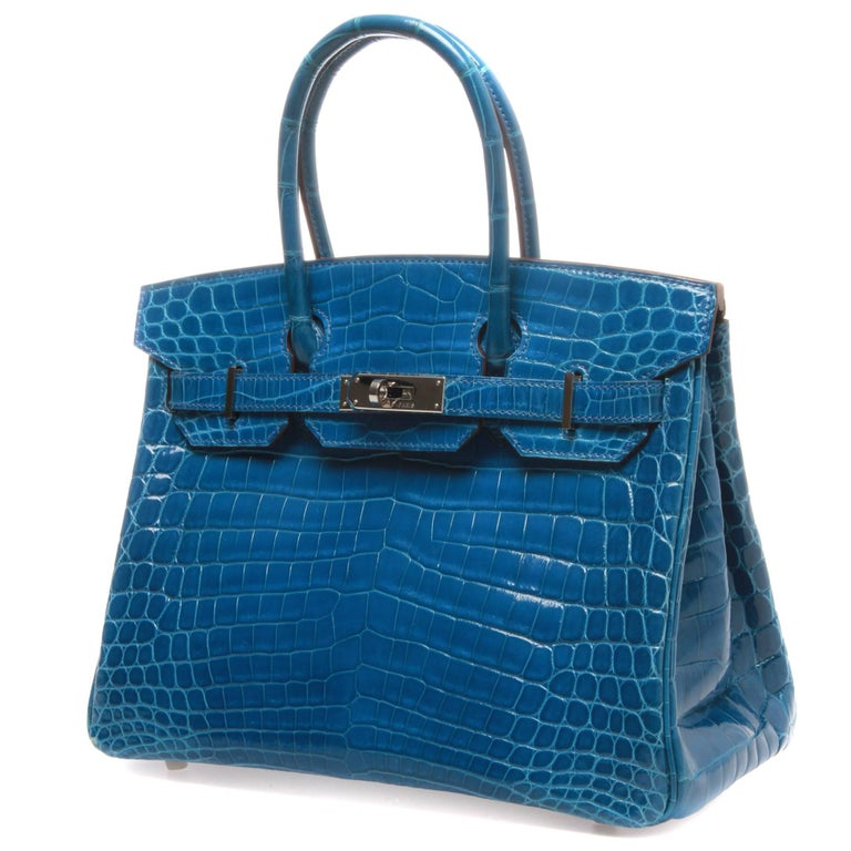 Enjoy a splash of Mykonos blue with this exclusive Hermès bag, made out of durable crocodile material that contributes to its luxurious design.  Chevre interior and multiple pouches to store your belongings. The bag is simple and exquisite,