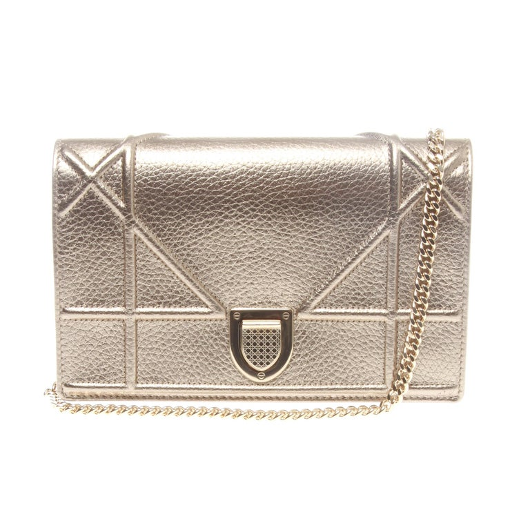 Christian Dior Diorama Wallet on chain pouch in nude grained calfskin at  1stdibs 77c752cf8d8d4