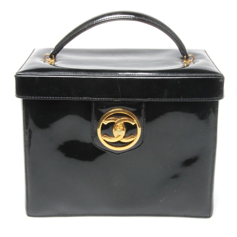 cb2c20532cc Chanel patent leather makeup case For Sale at 1stdibs