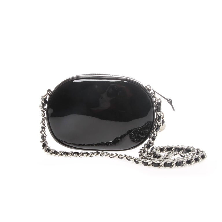 Moschino Black Patent Oval Logo Crossbody Bag In Excellent Condition For Sale In Melbourne, Victoria