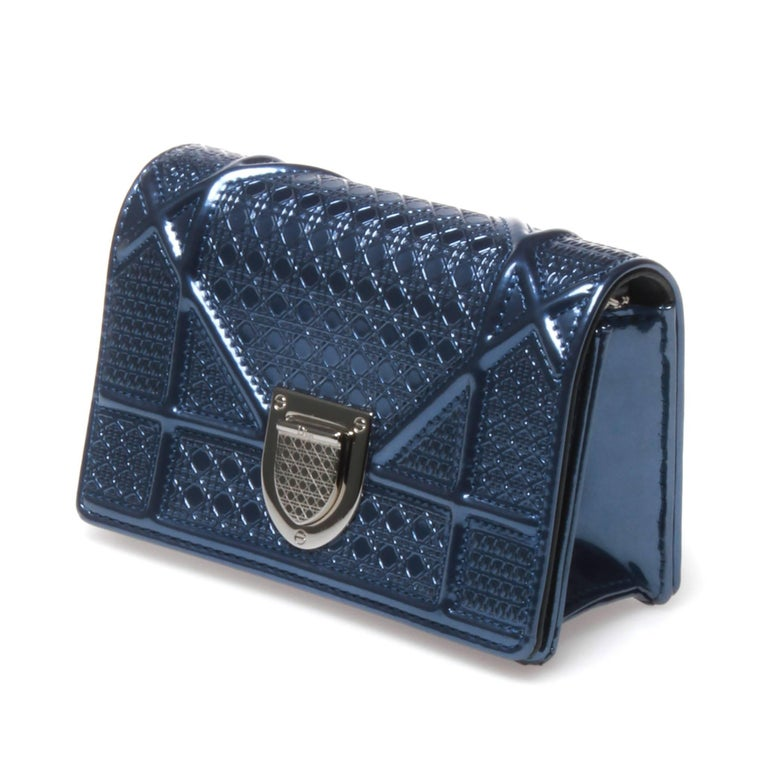 Christian Dior micro cannage Diorama bag in blue metallic finish calfskin. Cannage and perforated pattern throughout, silver-tone hardware, chain-link shoulder strap and magnetic top flap closure. Two card slots and one main compartment.