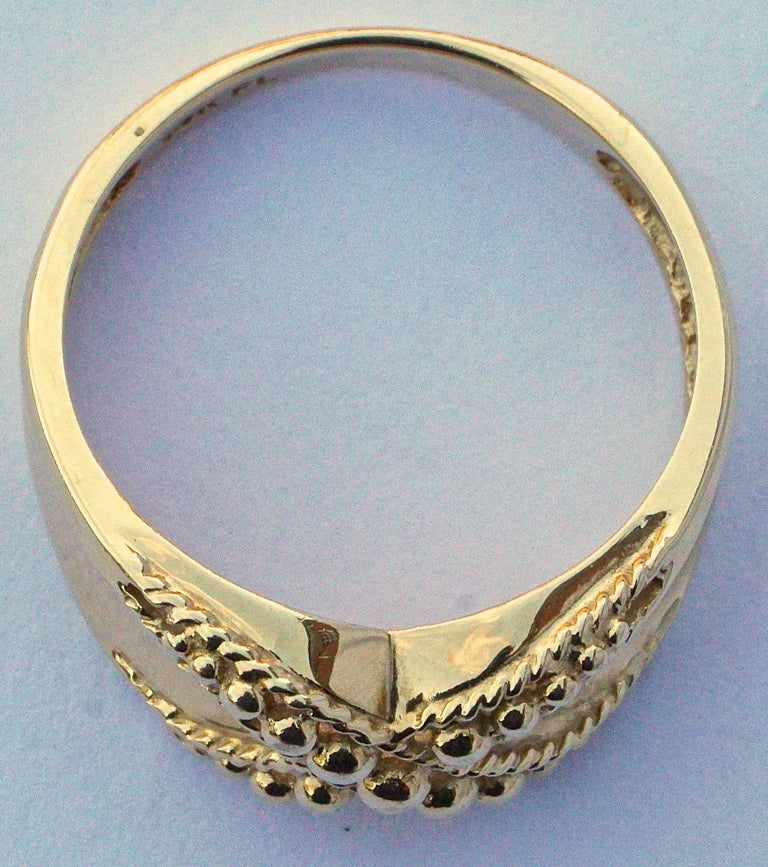 18K Gold Ball and Crossover Rope Twist Ring In Good Condition For Sale In London, GB