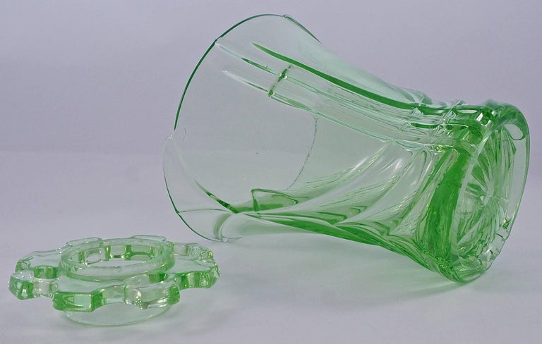 Green Art Deco Pressed Glass Vase with Frog, 1930s  In Good Condition For Sale In London, GB