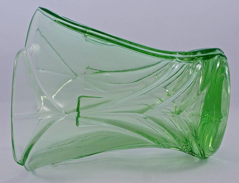 Green Art Deco Pressed Glass Vase with Frog, 1930s  For Sale 1