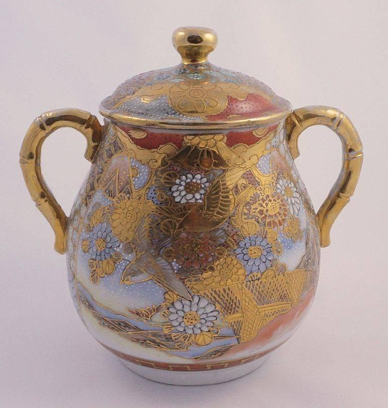 Dai Nippon Meiji Period Antique Japanese Hand Painted Porcelain Jar In Good Condition For Sale In London, GB