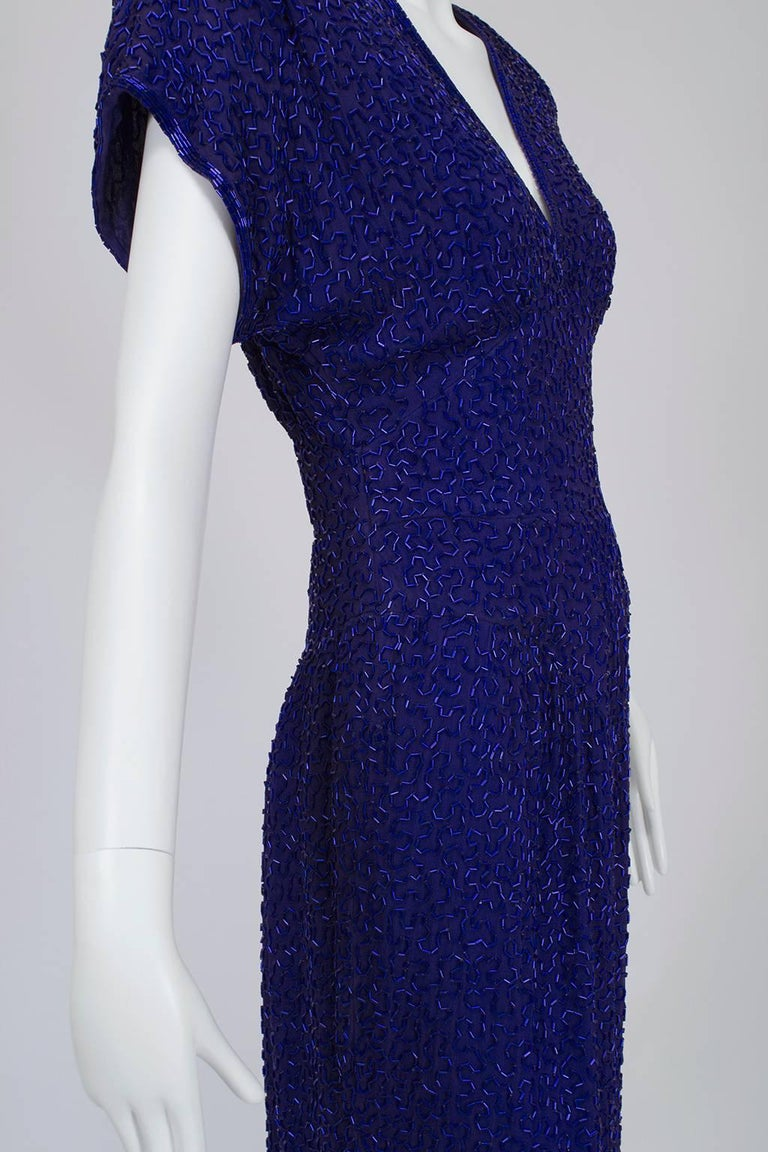 Violet Art Deco Beaded Hobble Gown with Pointed Waterfall Skirt - Small, 1980s In Excellent Condition For Sale In Tucson, AZ