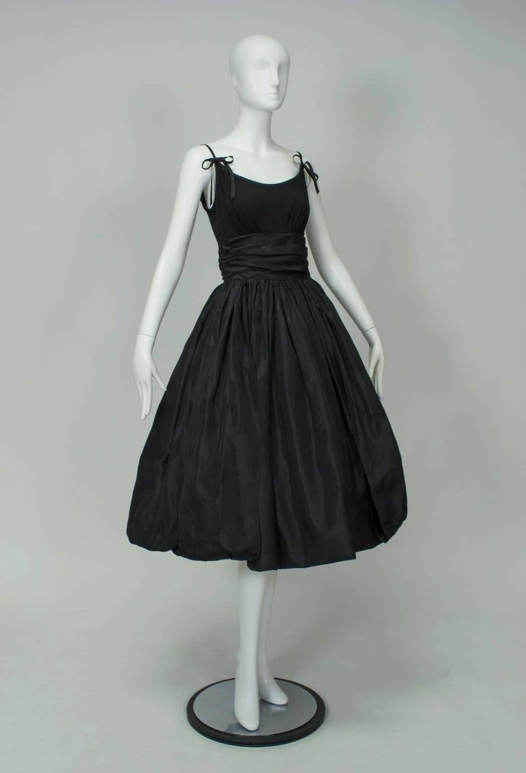 Black Shoulder Bow Sabrina Dress with Looping Car Wash Skirt - XS, 1950s In Good Condition For Sale In Tucson, AZ