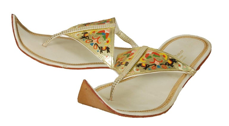 Unworn Hand-Painted Persian Toe Flat Thong Sandals - US 9, 1950s In New Condition For Sale In Phoenix, AZ