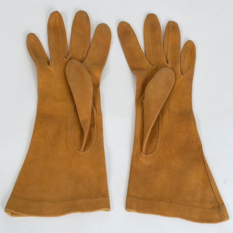 Saddle Suede Three-Point Flared Gauntlet – France, 1960s In Excellent Condition For Sale In Tucson, AZ