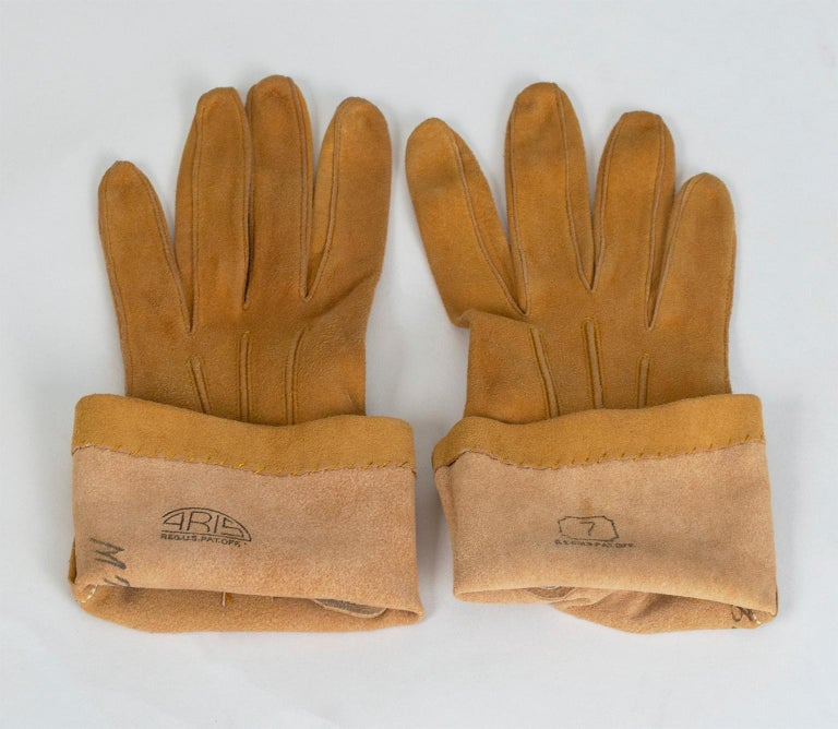 Saddle Suede Three-Point Flared Gauntlet – France, 1960s For Sale 1