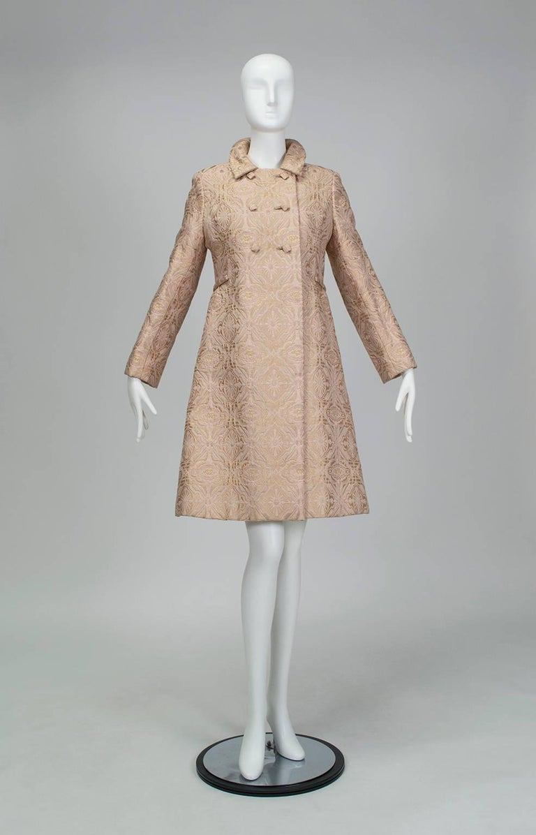 The spit-and-image of an early Oleg Cassini, this is the kind of well-bred ensemble a young Jackie Kennedy would have worn for official visits in 1962. Its sharp A-line silhouette and half-buttoning double breasted coat practically beg for a walk in