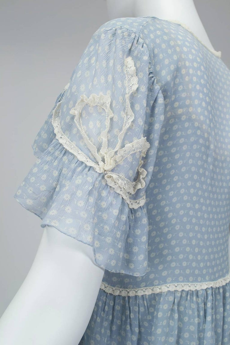 Powder Blue Printed Chiffon Regency Peignoir Dressing Gown, Italy - S-M, 1930s In Good Condition For Sale In Tucson, AZ