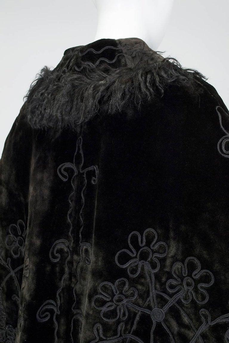 Women's Victorian Brown Mohair and Mongolian Lamb Beaded Shoulder Cape - One Size, 1890s For Sale