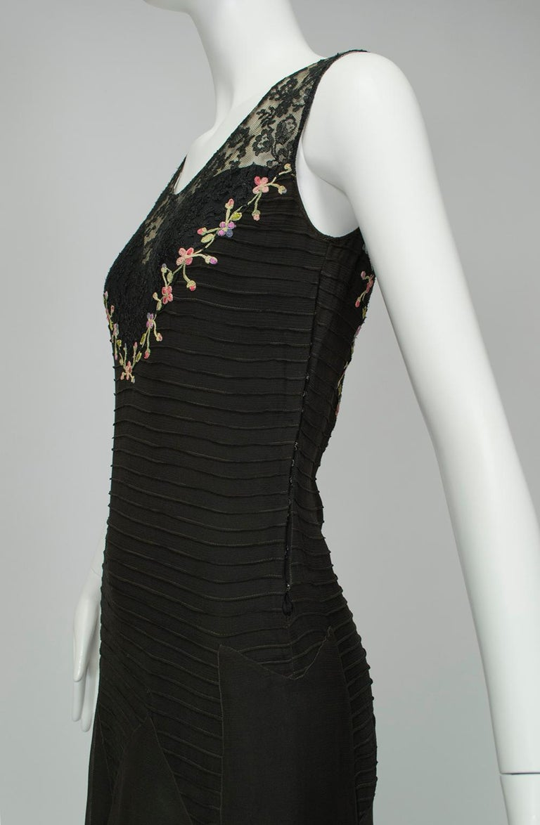 Sleeveless Chiffon Trumpet Dress with Embroidered Illusion Bodice, 1920s For Sale 2