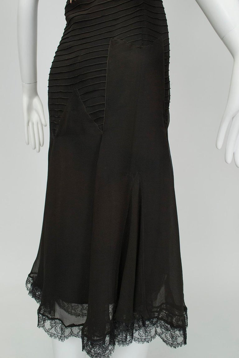 Sleeveless Chiffon Trumpet Dress with Embroidered Illusion Bodice, 1920s For Sale 6