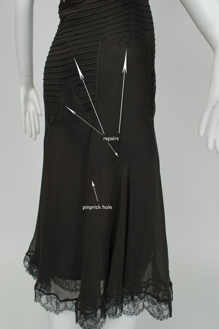 Sleeveless Chiffon Trumpet Dress with Embroidered Illusion Bodice, 1920s For Sale 9