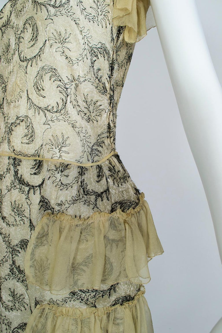 Edwardian Chiffon Robe de Style with Scrolling Embroidery, 1910s For Sale 5