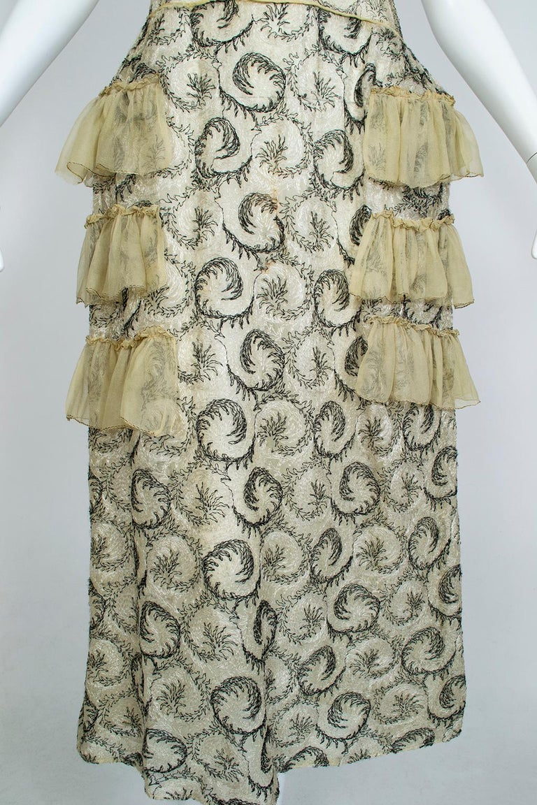 Edwardian Chiffon Robe de Style with Scrolling Embroidery, 1910s For Sale 2