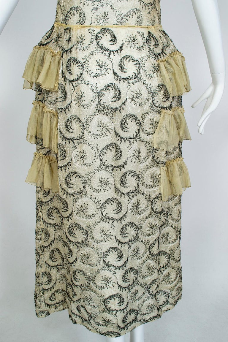 Edwardian Chiffon Robe de Style with Scrolling Embroidery, 1910s For Sale 3